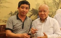 彭国飞副董事长与柬埔寨亲王亲切交流并合影留念