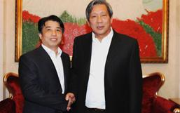 彭建国董事长与泰国副总理披尼合影留念
