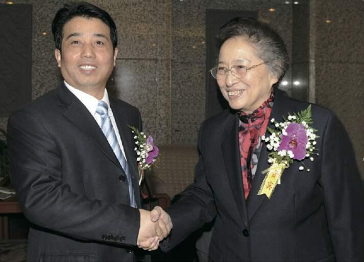 彭建国董事长与全国人大副委员长合影留念