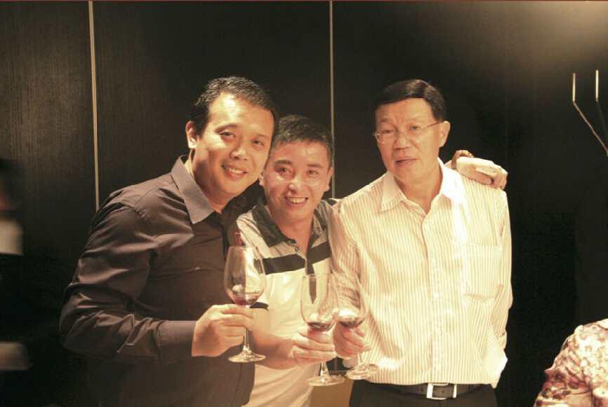 彭国飞副董事长与中泰经济协会副会长班迪交流并合影留念